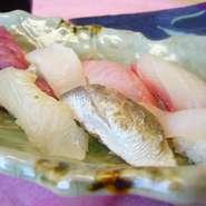 日本で一番うまい魚が取れる漁港、千葉県館山市船形漁港より、直送で届いた、天然地魚ののみをにぎった。9貫の極上のにぎり。山梨ではおかめ鮨でしか絶対に食べられない一品です。