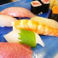 おかめ鮨の最上級のネタが満喫できる極上のにぎり。特別な日に、満足の逸品