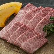 当店では、牛の生産者、出身地がわかるトレサビリティー番号をレジカウンターにて表示されます。お肉屋が営むだけあり、肉が入荷するたび番号を入れ替えています。