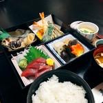 刺身/天ぷら/煮物/焼魚/御飯/味噌汁/茶碗蒸/香物