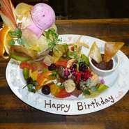 ☆お誕生日や、お祝いのデザートプレート。サプライズにいかがですか?ご予算に応じた、デザートプレートおつくり致します。メッセージや、名前プレートにお書きいたします
