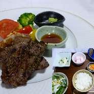 那須黒毛和牛いちぼうステーキメインのお膳です 選べるご飯(白米・玄米・中華粥)・お味噌汁・漬物・小鉢2品・サラダ・甘味・ドリンク1杯付