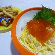 キッズイクラ丼・鶏唐・ポテト・お菓子 飲み放題のドリンク付(お子様に限り)