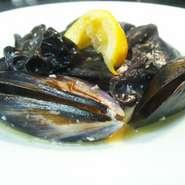 - Vapore di shuri e kikurage al pepe nero con acciughe e limone -