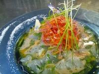 - Crudo di pesce con verdure spezzetate all'arancia rossa -