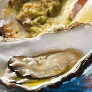 - Ostrica cruda condita al'oglio di oliva e Ostrica al burro aromatizzato con limone -