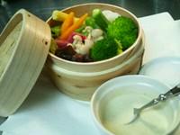 アンチョビクリームバーニャフレッダソース - Cotto a vapore di verdure con salsa bagna fredda -