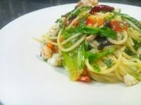 - Spaghetti gamberetti e rucola con pomodorini al burro aromatizzato -