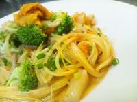 - Spaghetti capesante e broccoli ai ricci e limone alla crema di pomodoro poco piccante -