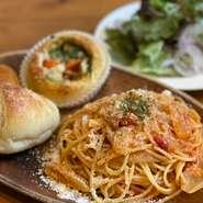契約農家さんの新鮮な生野菜を熱々アンチョビソースでお召し上がり下さい。