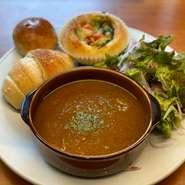 USの黒牛・ブラックアンガスの赤身肉ステーキ200g。醤油ベースの特製ソースでご提供いたします。お好みの焼き加減をお申しつけ下さい。パンかライスをお選びいただけます。