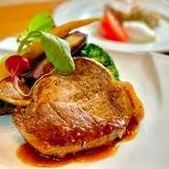 10食限定スペシャルランチ。お肉の旨味・甘みをしっかり味わえる自家製ハンバーグ2個セット。ハンバーグ1個増量は無料です!