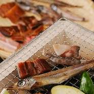 <内容> ・鍋 ※おすすめ鍋、鶏鍋、魚鍋、チゲ鍋からお選び下さい ・セイロ蒸し ・刺身盛り合わせ ・ホタテご飯 ・お漬物盛り合わせ その他、日替わり料理等