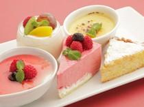 常時8~10種のケーキをご用意しています。テイクアウトもOK!
