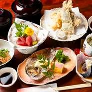 刺身・天ぷら・焼き物・煮物・酢の物・ご飯・みそ汁・お新香がつきます。