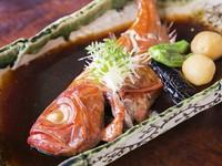 金目鯛姿煮と刺身・天ぷら・茶碗蒸し・酢の物・ご飯・みそ汁・お新香がつきます。 入荷しない場合もありますので、あらかじめ電話にてお問い合わせ下さい。