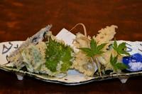 活〆穴子と野菜の天ぷらの盛り合わせです。