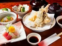 刺身・天ぷら・小鉢・酢の物・ご飯・みそ汁・お新香がつきます。