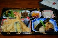 海老・魚・野菜3種のてんぷらとおかずです