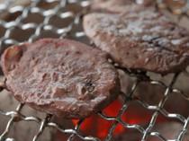 深紅色の赤身がおいしい 「猪ヒレ肉の網焼き」