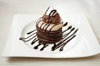 パンケーキ生地に抹茶を混ぜ込み風味をプラス 粒あんとホイップクリームの相性抜群