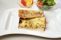 フランスの朝ごはんの定番 (サラダ・フルーツ付)