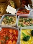 ・ボンゴレロッソ ・ボンゴレビアンコ ・鮭のペペロンチーノ ・ササミと野菜のトマトソース ・アサリとホタテのカレークリーム パスタをお選び。 電子レンジで温めてお召し上がりください。