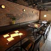 落ち着いて食事やお酒を楽しめる雰囲気◎なテーブル席