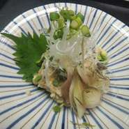 新鮮ササミと香味野菜と味噌でたたいた酒のあてに最高の一品