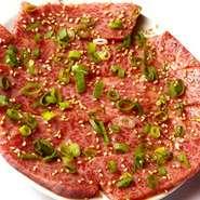 美味しい焼肉に欠かせない炭にもこだわりが。ホルモンはしっかり、カルビはさっと炙るように炭火で美味しく焼いて召し上がれ!
