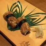 親方の自家製「煮あなご」の握り・つまみは絶対に食べてみてください。二日間、煮込んだオススメの味です。