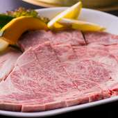 ふらの和牛を使った、やわからかく風味豊かな『特上リブロース』