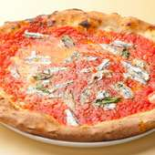 まるっと食べられる幸せ。直径32センチの本場サイズのピッツァ