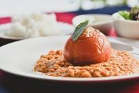 京極産・美幌産のそば粉を使用し、えりもの天然海藻を練りこんでいます。独特の風味と食感をご賞味下さい