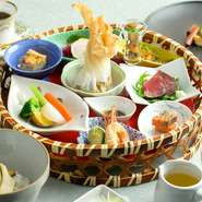 美食御膳は「椿」として生まれ変わりました。 その日の魚介とラタトゥイユをレモンバターで包み焼きにした一品がメイン。長万部黒豚のロースト、襟裳蕎麦と海鮮あられ丼もセット。全10品。要予約
