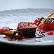 十品八皿の彩り豊かな美食御膳でゆったりとした時間をお過ごしください。 お蕎麦、ご飯付。