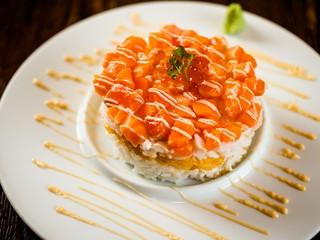 サーモンと帆立のタルタル重ね寿司 ¥1,370