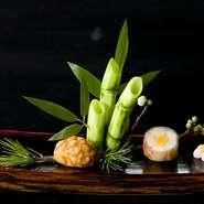 """日本の""""本物の食""""を残したい…そんな思いから、手間ひまをかけた日本料理をご提供しております。また、見た目の美しさも魅力の一つ。上質な器、季節をイメージした盛り付けもお楽しみください。※写真は一例です。"""