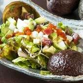 海鮮とアボカドのネバネバサラダ