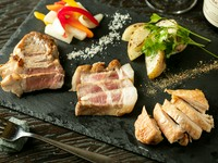 鶏・豚・牛おすすめ部位をセレクト『3種のお肉のロースト盛り』