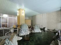 「美人の湯」として知られる、岩風呂 潮崎の湯