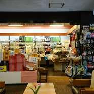 お土産処では、淡路島の特産品を多数そろえています。旅の思い出にぜひお立ち寄りしてみたはいかがですか?