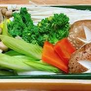 お店の定番メニューを国産鶏にグレードアップしてさらに美味しくしました。
