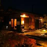 飛騨の古民家風板倉『楽味庵』は石庭の離れにありとても田舎時間が満喫できるまさに大人の隠れ家的な魅力たっぷり!