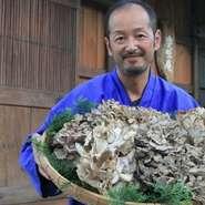 『店主におまかせコース料理』はできるだけお客様の希望を伺い、飛騨の季節天然食材・最高ランク飛騨牛・日本海の採れたて海の幸、山の幸などからご予算に合わせメニューを組むようにしています。
