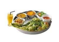 ・サラダ・スープ・キーマエッグカリー・チキンカリー・ほうれん草ナン・ビリヤニ・ドリンク(ラッシー又はマンゴーラッシー又はチャイ又はコーヒー)