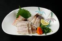 長崎では 昔から冠婚葬祭には鯨は食べられて いました。 近年では 調査捕鯨でしか取れなくなり 貴重な食べ物です。