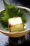 クリームチーズを西京味噌に漬け込んで こんがりやきあげました。