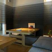 人気の掘りごたつの個室も完備しております。接待などで周囲を気にせずおくつろぎいただけます。