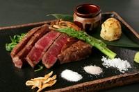 鹿児島県産の黒毛和牛。こちらはリブロースとは違い、サッパリとしたテイストが女性に人気です。
